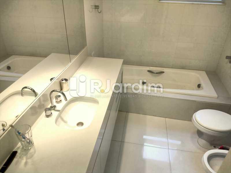 Banheiro Suíte - Apartamento À Venda - Copacabana - Rio de Janeiro - RJ - LAAP50046 - 24