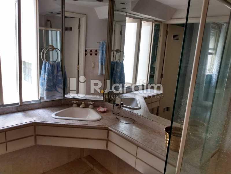 Banheiro suíte - Apartamento à venda Rua Constante Ramos,Copacabana, Zona Sul,Rio de Janeiro - R$ 2.200.000 - LAAP40758 - 14