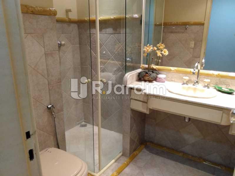 Banheiro social 2 - Apartamento à venda Rua Constante Ramos,Copacabana, Zona Sul,Rio de Janeiro - R$ 2.200.000 - LAAP40758 - 16