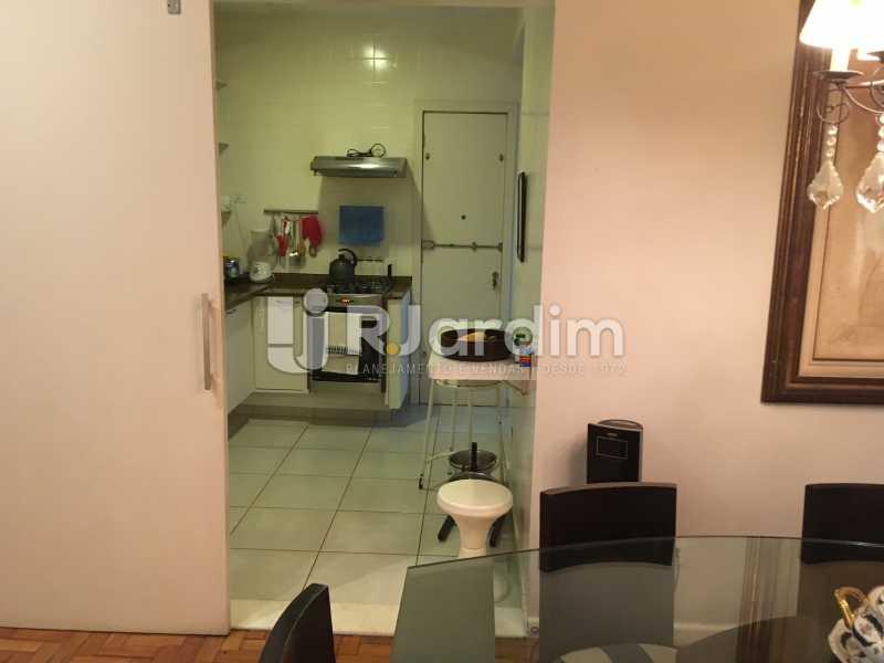 Acesso cozinha - Apartamento Rua Artur Araripe,Gávea, Zona Sul,Rio de Janeiro, RJ À Venda, 3 Quartos, 117m² - LAAP32056 - 10