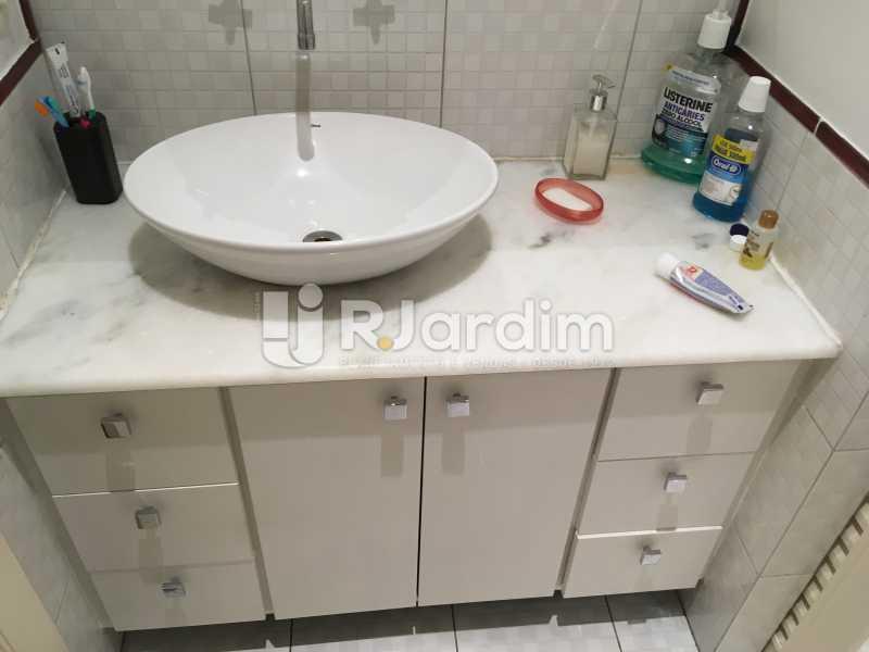Banheiro suíte - Apartamento Rua Artur Araripe,Gávea, Zona Sul,Rio de Janeiro, RJ À Venda, 3 Quartos, 117m² - LAAP32056 - 15