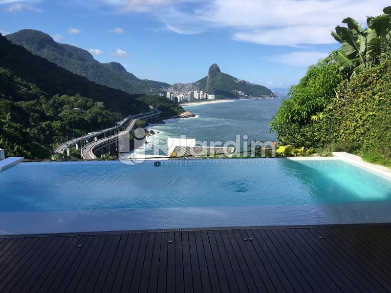 Vistada piscina borda infinita - Casa em Condomínio Joá 4 Quartos - LACN40018 - 3