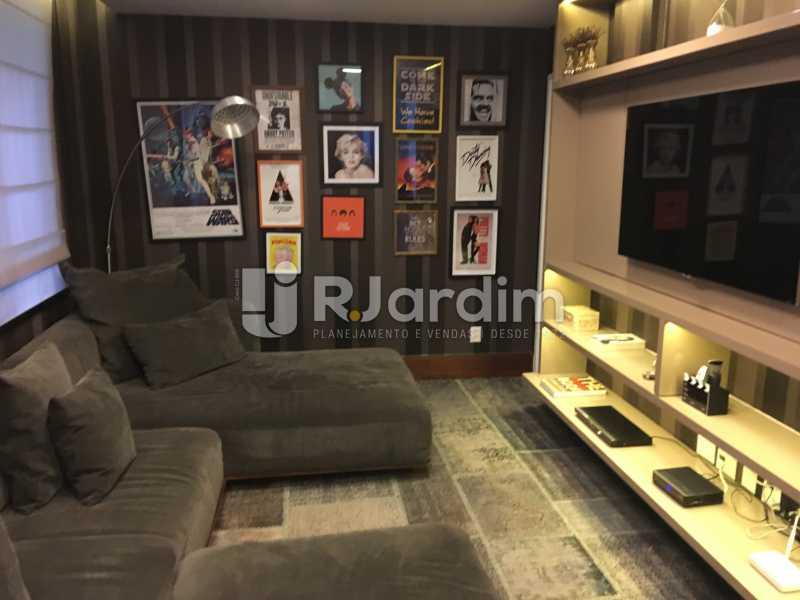 Sala de cinema - Casa em Condomínio Joá 4 Quartos - LACN40018 - 23