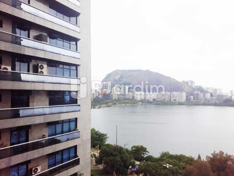 vista da sacada da suíte - Apartamento de 3 quartos sendo 1 suíte na Lagoa - LAAP32069 - 14