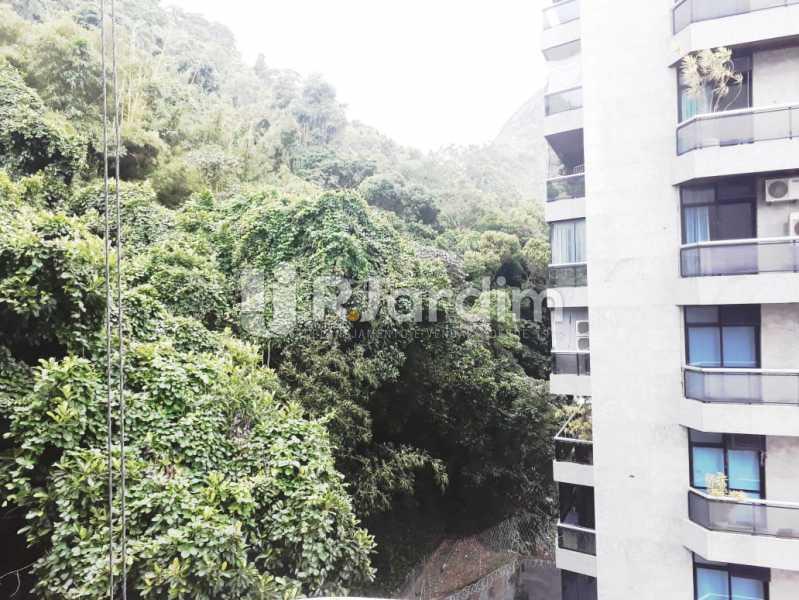 vista sacada da suíte - Apartamento de 3 quartos sendo 1 suíte na Lagoa - LAAP32069 - 15