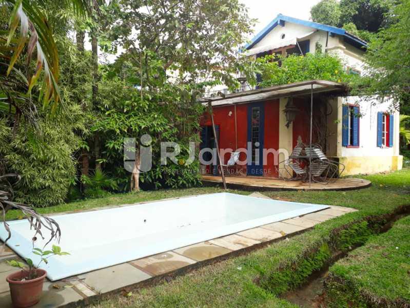 area externa com piscina chalé - Casa em Santa Teresa - LACA30025 - 1