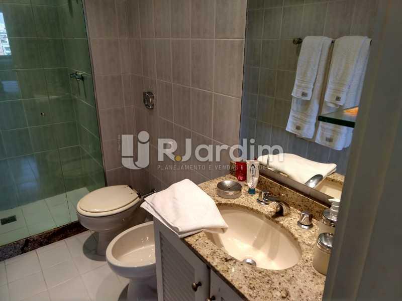 Banheiro suite - Cobertura Leblon, Zona Sul,Rio de Janeiro, RJ À Venda, 3 Quartos, 166m² - LACO30276 - 15