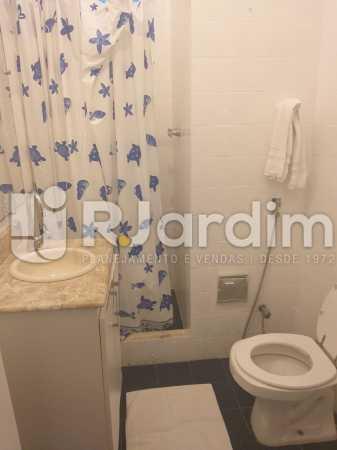 banheiro social - Apartamento Leblon, Zona Sul,Rio de Janeiro, RJ Para Alugar, 2 Quartos, 85m² - LAAP21482 - 6
