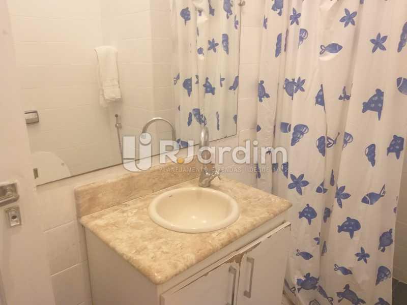 banheiro social - Apartamento Leblon, Zona Sul,Rio de Janeiro, RJ Para Alugar, 2 Quartos, 85m² - LAAP21482 - 7