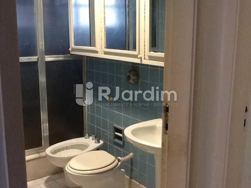 Banheiro social - Apartamento Avenida Alexandre Ferreira,Lagoa, Zona Sul,Rio de Janeiro, RJ À Venda, 3 Quartos, 122m² - LAAP32095 - 13