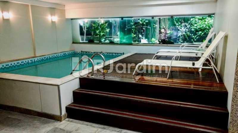 Piscina aquecida  e sauna  - Flat Residencial Lagoa Suíte Garagem Aluguel Administração Imóveis - LAFL10092 - 10