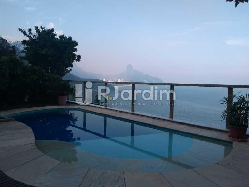 vista / deck piscina  - Casa em Condomínio Joá 5 Quartos - LACN50010 - 1