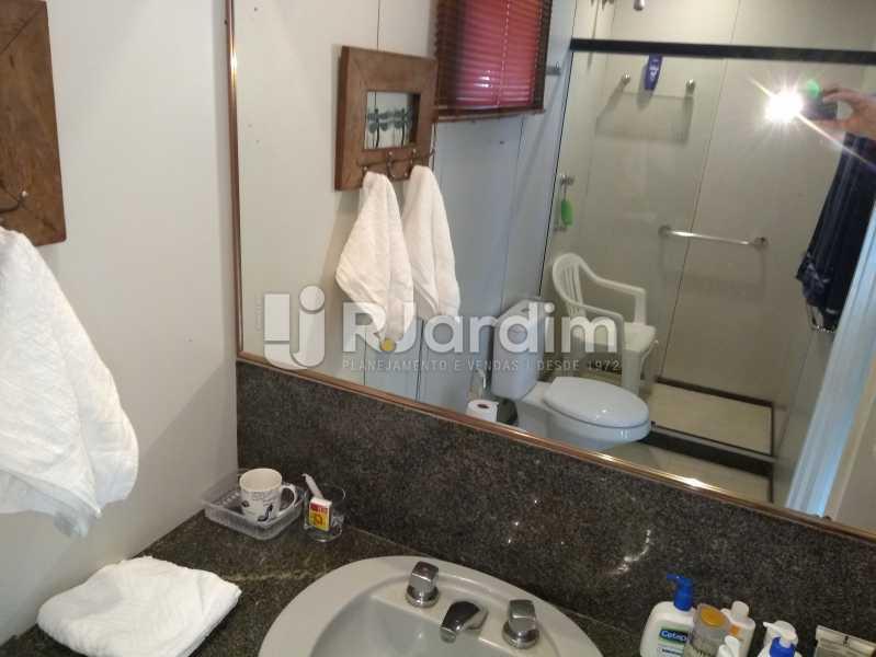 Banheiro Suite - Flat Rua Professor Antônio Maria Teixeira,Leblon, Zona Sul,Rio de Janeiro, RJ À Venda, 2 Quartos, 73m² - LAFL20091 - 17