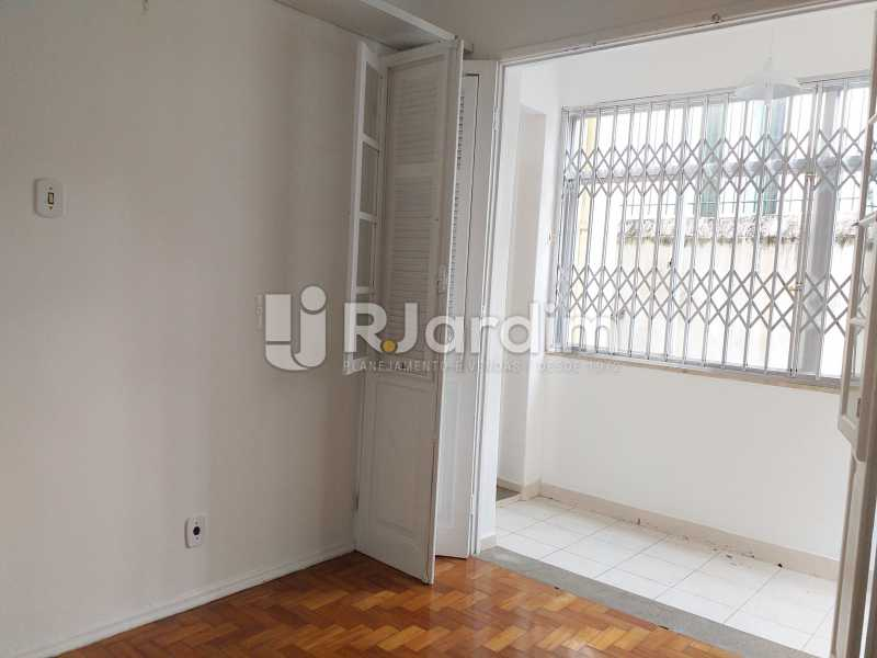 quarto com acesso a varanda - Apartamento Lagoa 2 Quartos Aluguel Administração Imóveis - LAAP21505 - 5