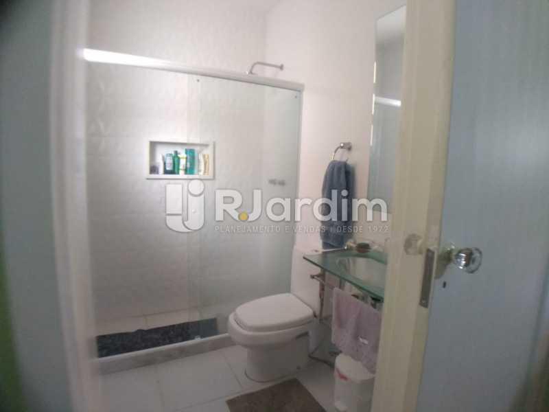 Banheiro social - Cobertura Rua das Laranjeiras,Laranjeiras, Zona Sul,Rio de Janeiro, RJ À Venda, 3 Quartos, 230m² - LACO30288 - 24