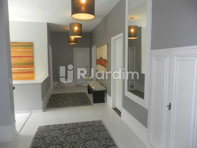Corredor dos quartos - Casa à venda Rua Cosme Velho,Cosme Velho, Zona Sul,Rio de Janeiro - R$ 6.500.000 - LACA40047 - 17