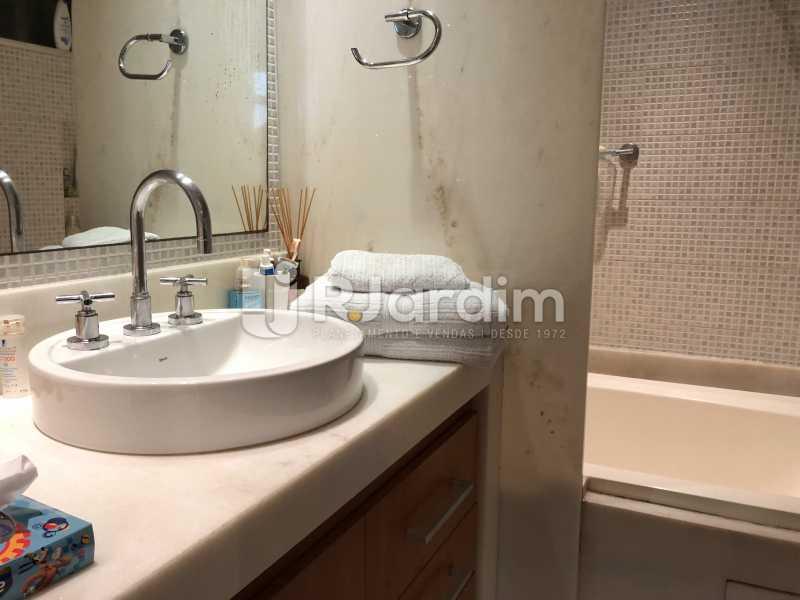Banheiro social - Apartamento à venda Rua General Rabelo,Gávea, Zona Sul,Rio de Janeiro - R$ 1.380.000 - LAAP21571 - 15