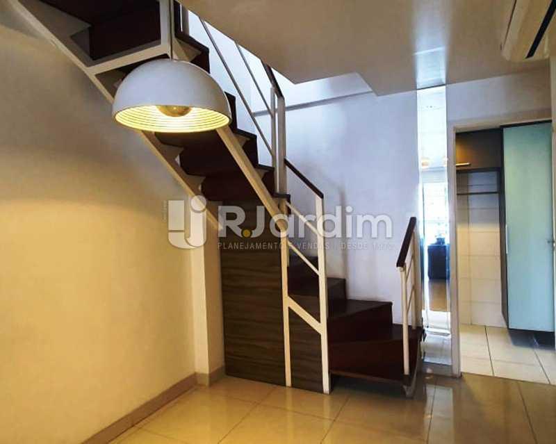 Hall acesso ao 2ºpiso - Apartamento À Venda - Laranjeiras - Rio de Janeiro - RJ - LAAP32192 - 8