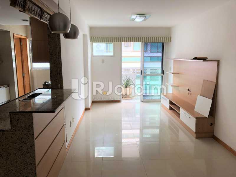 Sala/Cozinha Americana - Apartamento Rua Visconde de Silva,Botafogo, Zona Sul,Rio de Janeiro, RJ À Venda, 3 Quartos, 102m² - LAAP32223 - 1