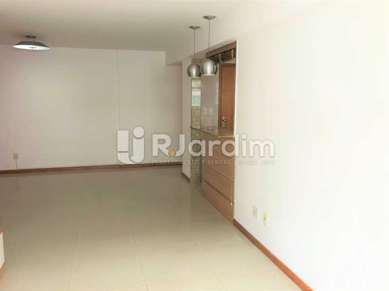 Sala - Apartamento Rua Visconde de Silva,Botafogo, Zona Sul,Rio de Janeiro, RJ À Venda, 3 Quartos, 102m² - LAAP32223 - 3