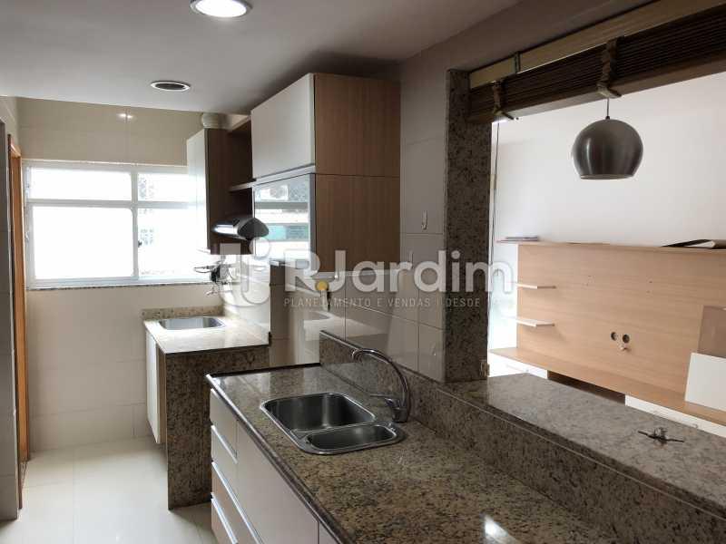 Cozinha/ A. Serviços - Apartamento Rua Visconde de Silva,Botafogo, Zona Sul,Rio de Janeiro, RJ À Venda, 3 Quartos, 102m² - LAAP32223 - 26