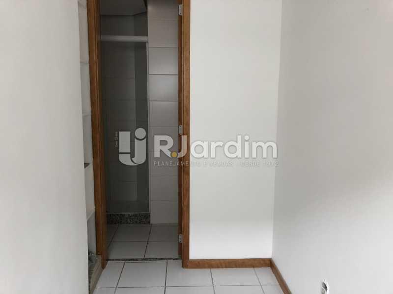 Banheiro Serviço - Apartamento Rua Visconde de Silva,Botafogo, Zona Sul,Rio de Janeiro, RJ À Venda, 3 Quartos, 102m² - LAAP32223 - 28