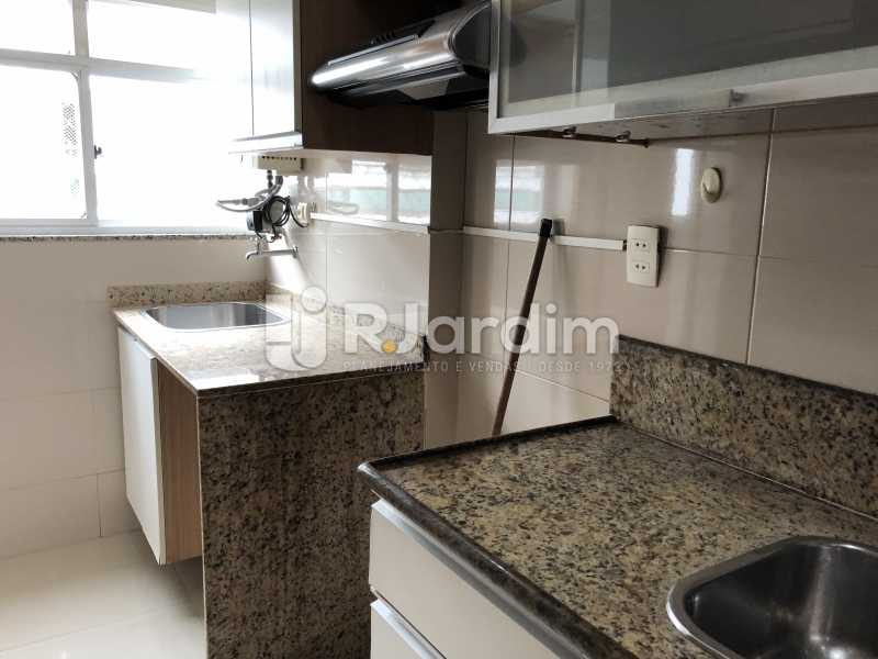 Cozinha/ A. Serviços - Apartamento Rua Visconde de Silva,Botafogo, Zona Sul,Rio de Janeiro, RJ À Venda, 3 Quartos, 102m² - LAAP32223 - 24