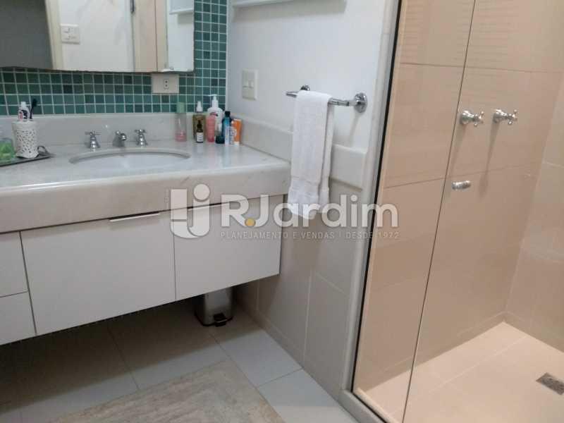 banheiro social  - Apartamento À Venda - Ipanema - Rio de Janeiro - RJ - LAAP32233 - 17