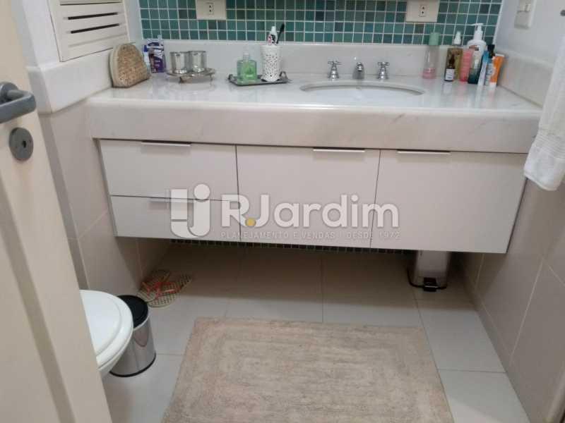 banheiro social  - Apartamento À Venda - Ipanema - Rio de Janeiro - RJ - LAAP32233 - 18