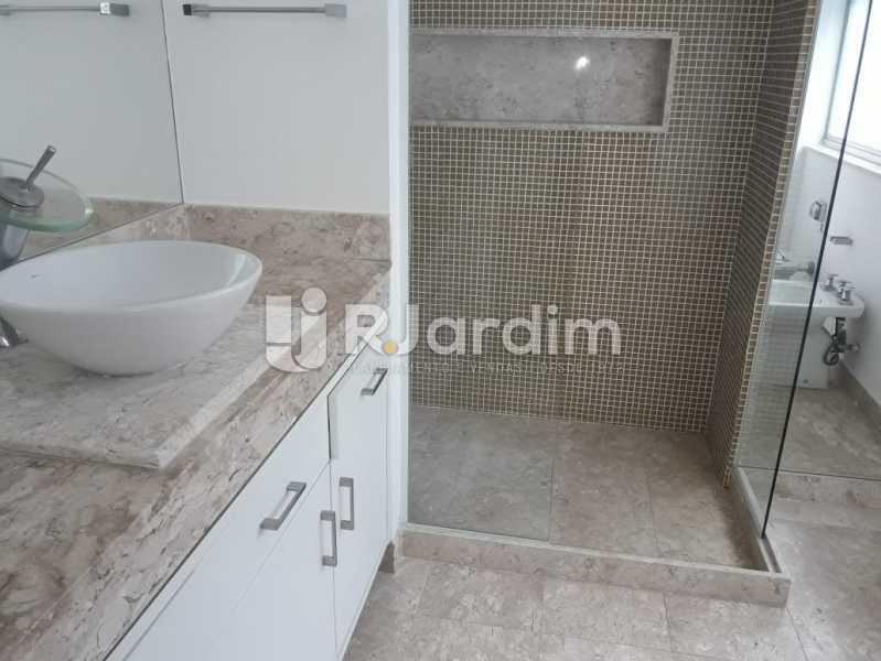 Banheiro reformado - Apartamento Para Alugar - Ipanema - Rio de Janeiro - RJ - LAAP32235 - 15