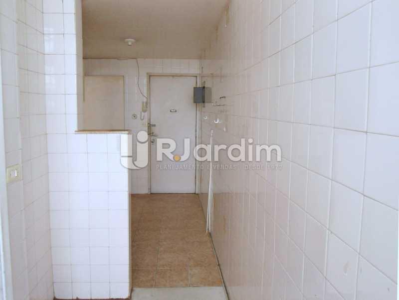 área e cozinha - Apartamento À Venda - Leblon - Rio de Janeiro - RJ - LAAP10399 - 16