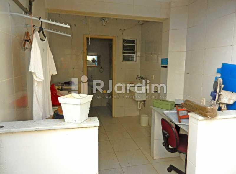 lavanderia e banho serviço - Casa Triplex Residencial Botafogo 5 Quartos Garagem Compra Venda Avaliação Imóveis - LACV50002 - 13