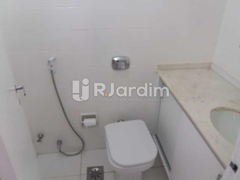 Banheiro social - Apartamento Rua Pinheiro Guimarães,Botafogo, Zona Sul,Rio de Janeiro, RJ À Venda, 2 Quartos, 86m² - LAAP21634 - 12