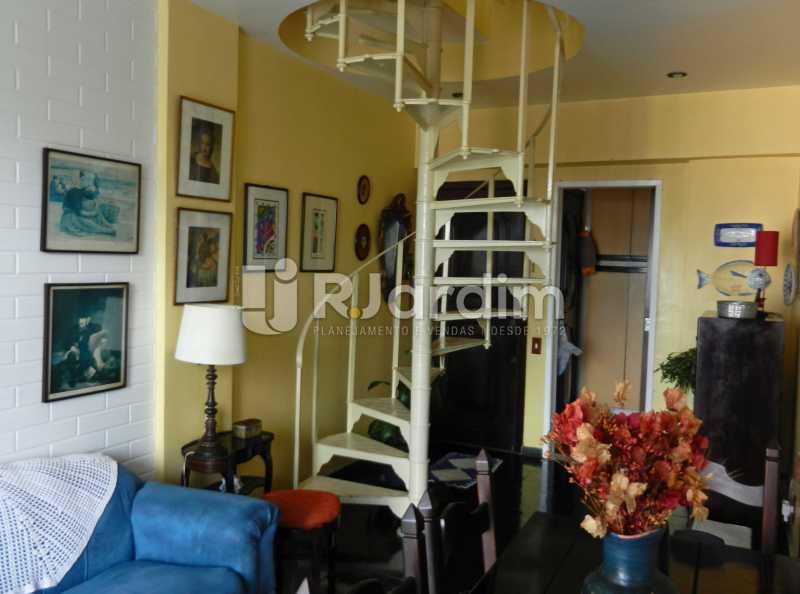 sala primeiro andar - Cobertura Duplex Barra da Tijuca 2 Quartos - LACO20112 - 13
