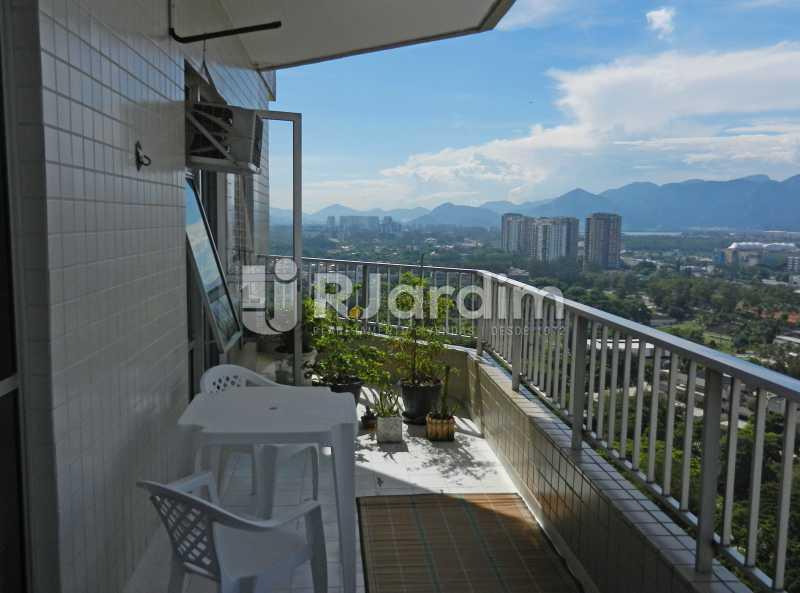 varanda primeiro andar - Cobertura Duplex Barra da Tijuca 2 Quartos - LACO20112 - 15