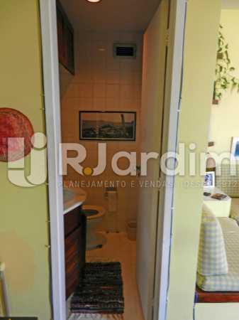lavabo segundo andar - Cobertura Duplex Barra da Tijuca 2 Quartos - LACO20112 - 18