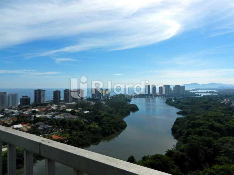 vista sala - Cobertura Duplex Barra da Tijuca 2 Quartos - LACO20112 - 1