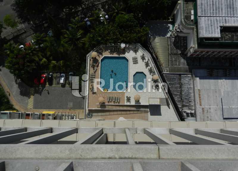 piscina condomínio - Cobertura Duplex Barra da Tijuca 2 Quartos - LACO20112 - 26
