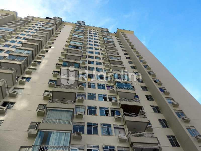 prédio - Cobertura Duplex Barra da Tijuca 2 Quartos - LACO20112 - 28