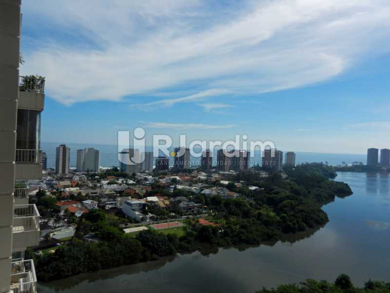vista sala - Cobertura Duplex Barra da Tijuca 2 Quartos - LACO20112 - 4