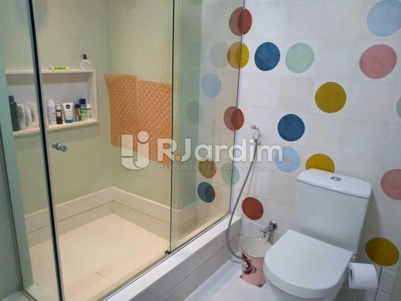 banheiro social  - Apartamento Copacabana 3 Quartos - LAAP32317 - 17