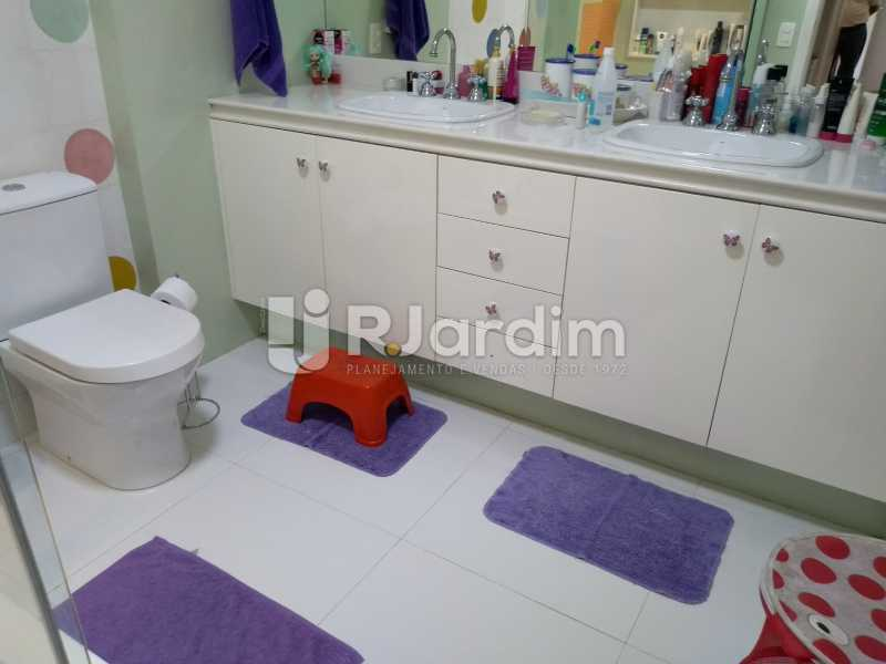 banheiro social  - Apartamento Copacabana 3 Quartos - LAAP32317 - 18