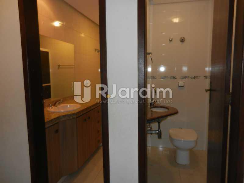 lavabo e banheiro - Apartamento Copacabana 3 Quartos Aluguel Administração Imóveis - LAAP32367 - 8