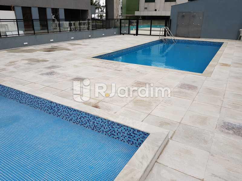 Piscina do condomínio - Apartamento à venda Avenida Lúcio Costa,Barra da Tijuca, Zona Oeste - Barra e Adjacentes,Rio de Janeiro - R$ 578.000 - LAAP10426 - 1