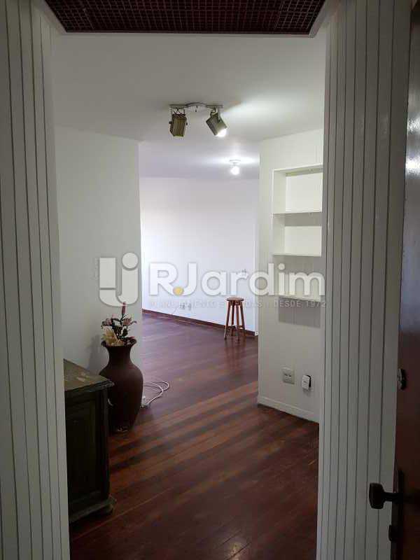 Continuação da sala - Apartamento à venda Avenida Lúcio Costa,Barra da Tijuca, Zona Oeste - Barra e Adjacentes,Rio de Janeiro - R$ 578.000 - LAAP10426 - 6