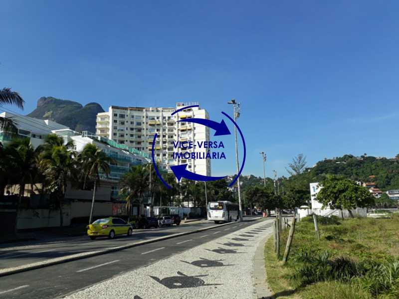 proximidades - Flat À venda no Jardim Oceânico - Avenida do Pepê! Sala 2 ambientes, varanda, cozinha, área de serviço, com splits! - 1293 - 3