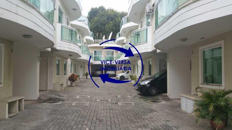 interior-do-condominio - Casa triplex À venda em Vila Valqueire - sala, lavabo, 3 quartos, 1 suíte, copa-cozinha, piscina, 2 vagas de garagem. - 1352 - 4