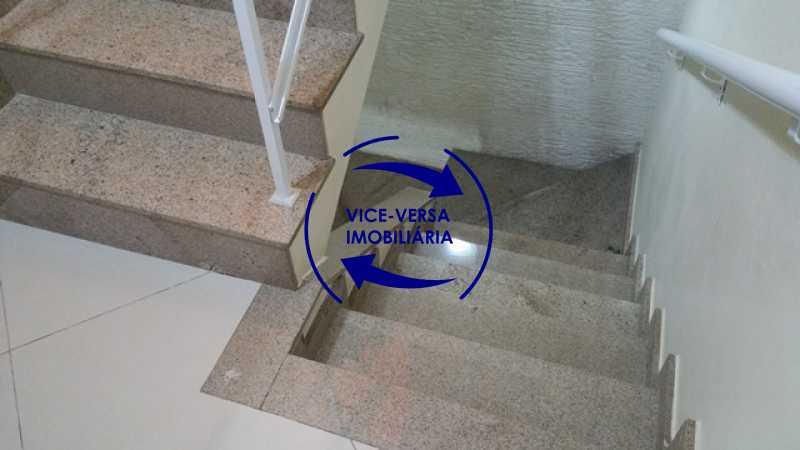 escadas - Casa triplex À venda em Vila Valqueire - sala, lavabo, 3 quartos, 1 suíte, copa-cozinha, piscina, 2 vagas de garagem. - 1352 - 12