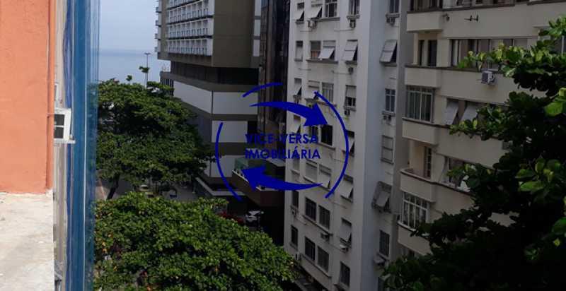 vista-da-janela - Ótimo investimento! Apartamento com 100m², Rua Xavier da Silveira, 1 quadra da Praia de Copacabana, 2 quadras do Metrô Cantagalo. Sala, 3 quartos com dependências completas de empregada. - 1363 - 13