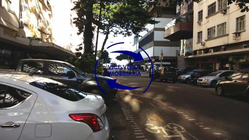 acesso-praia - Ótimo investimento! Apartamento com 100m², Rua Xavier da Silveira, 1 quadra da Praia de Copacabana, 2 quadras do Metrô Cantagalo. Sala, 3 quartos com dependências completas de empregada. - 1363 - 4